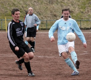 Thomas Alter und der FC Italia Menden mussten zum Debüt in der A-Liga den Gästen aus Holzen-Sommerberg zum Sieg gratulieren.