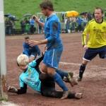 In dieser Szene stochert FCI-Torjäger Marian Brinkmann den Ball zum 2:1 über die Linie.